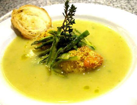 Zuppa di asparagi verdi e capesante